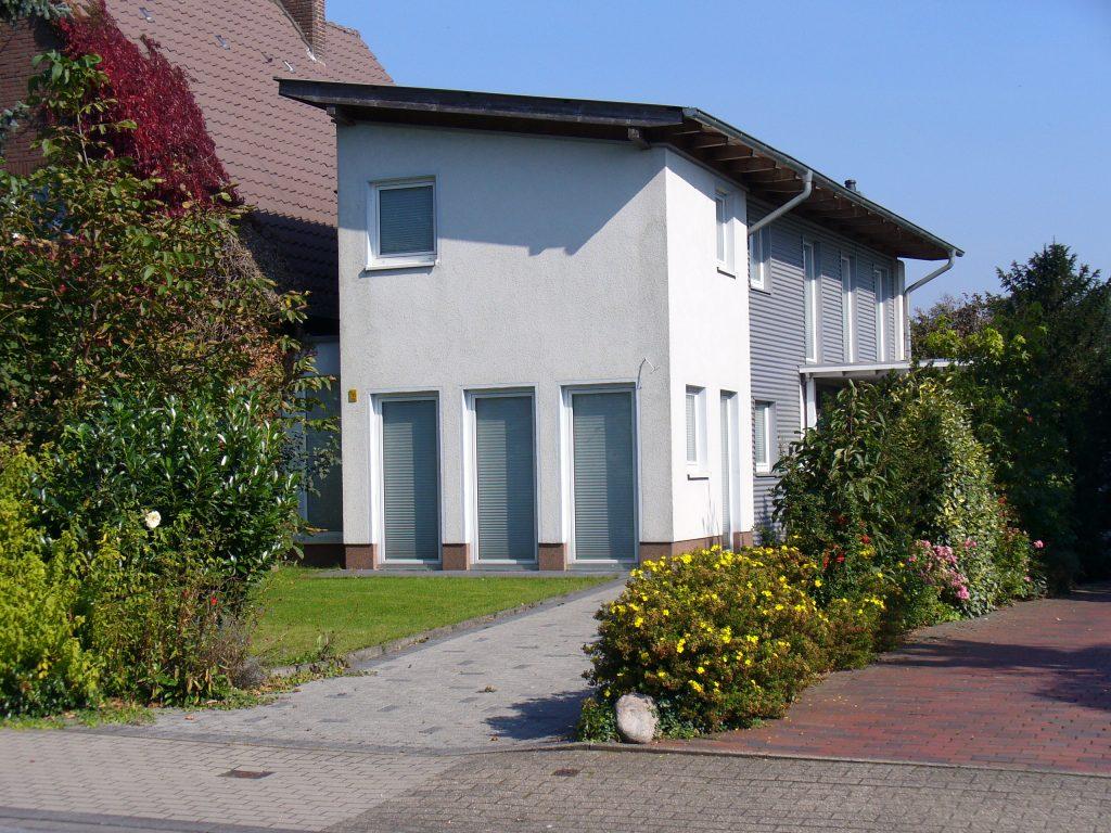 Anbau an bestehendes Einfamilienhaus mit sepertaem Eingang
