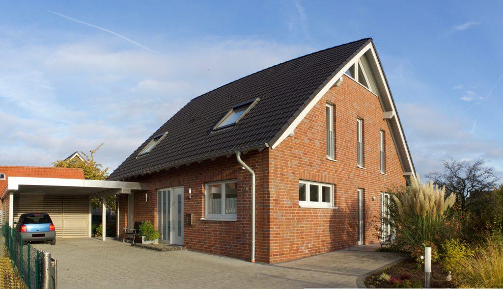 Einfamilienhaus mit Carport KFW 70